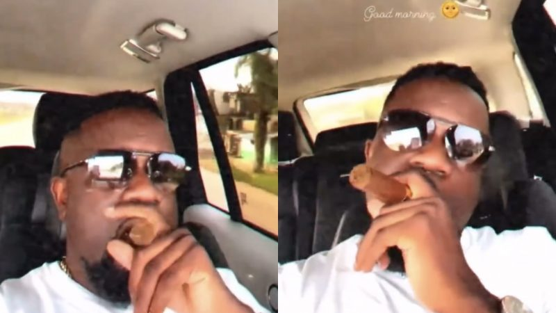 Sarkodie Spotted In A Smoking Pose Once Again As He Jams To Old High Life Tunes